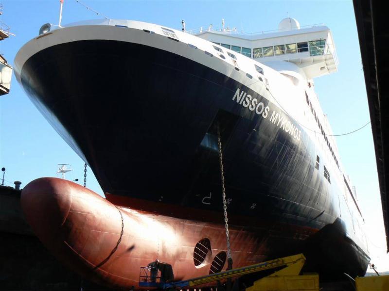 Διχάζει η απόφαση για τα δρομολόγια του πλοίου Νήσος Μύκονος