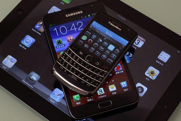 Γαλλία: Φόρος σε smartphones και ταμπλέτες για να χρηματοδοτηθούν οι τέχνες