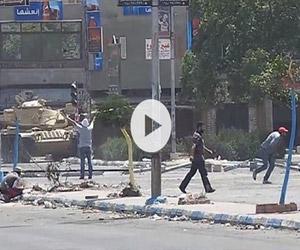 Βολή εν ψυχρώ δέχεται άοπλος διαδηλωτής στην Αίγυπτο