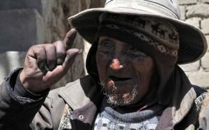 Ο γηραιότερος άνθρωπος είναι 123 και τρέφεται με φίδια