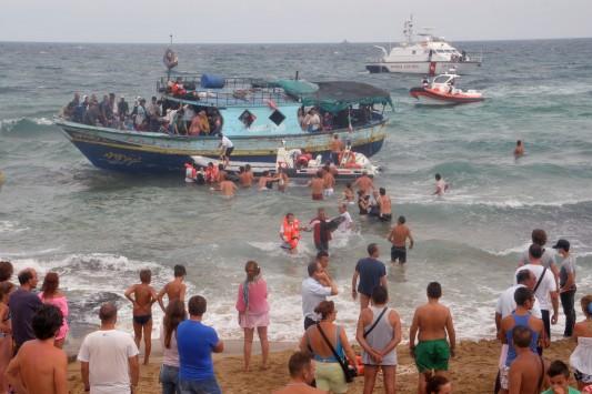 Τουλάχιστον 13 μετανάστες πνίγηκαν στη Σικελία
