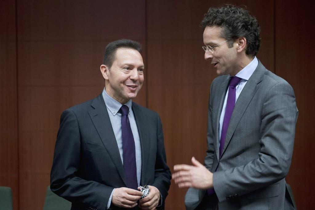 Επιμένει η Τρόικα σε πρόσθετα μέτρα για το 2014