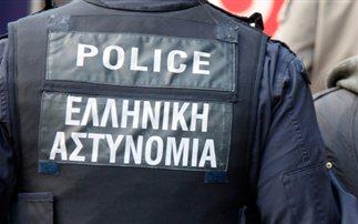 Αστυνομικοί έκλεψαν και χτύπησαν αλλοδαπούς