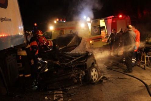 Τους καταπλάκωσε φορτηγό - Κάηκαν ζωντανοί στο αυτοκίνητο τους