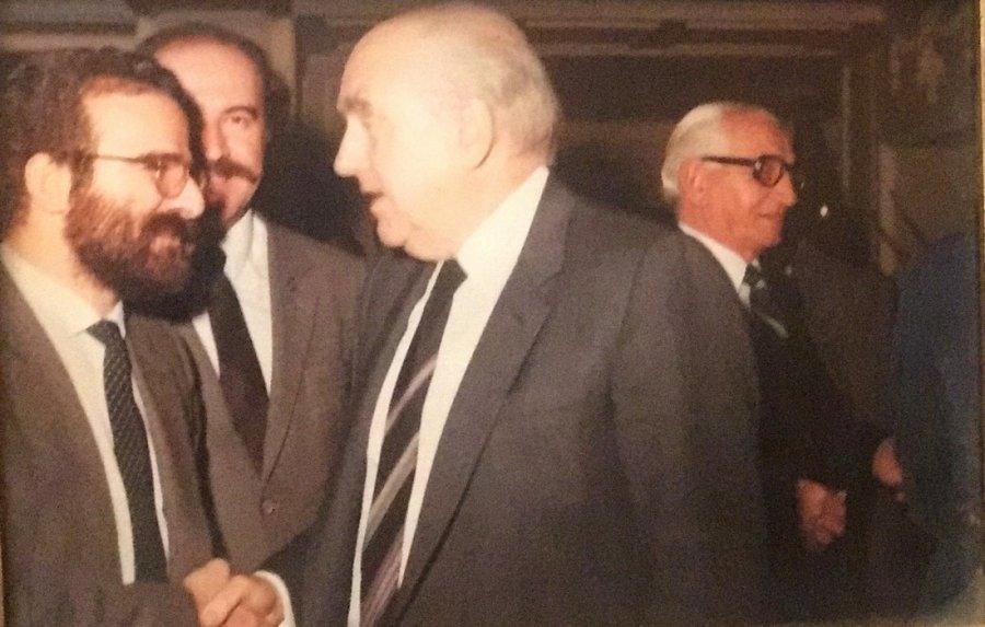Γιάννης Μαντζουράνης: Ανδρέας Παπανδρέου - Τα αίτια μιας διαχρονικής δημοφιλίας